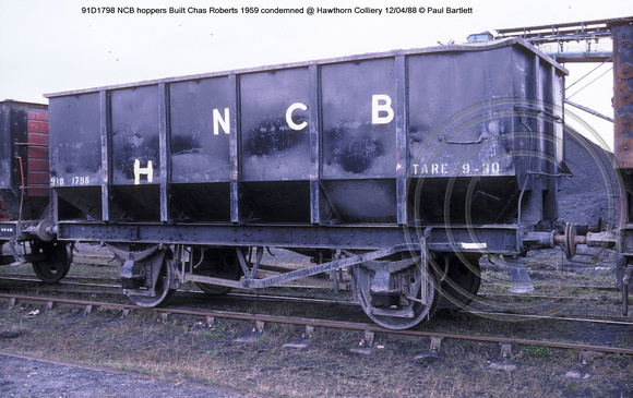 91D1798 NCB hoppers condemned @ Hawthorn Colliery 88-04-12 � Paul Bartlett w