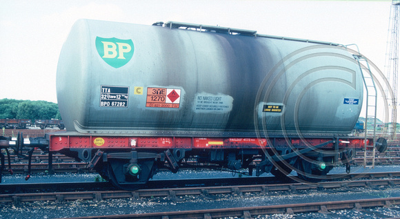 BPO67282 [= SMBP894] TTA 32.3t Class A Petroleum Tank wagon air brake Design code TT088P @ Margham 86-08-24 © Paul Bartlett w